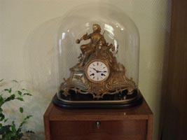 Globes-ovales---cloches-ovales-Cloche-ovale-avec-socle-pour-pendule-114